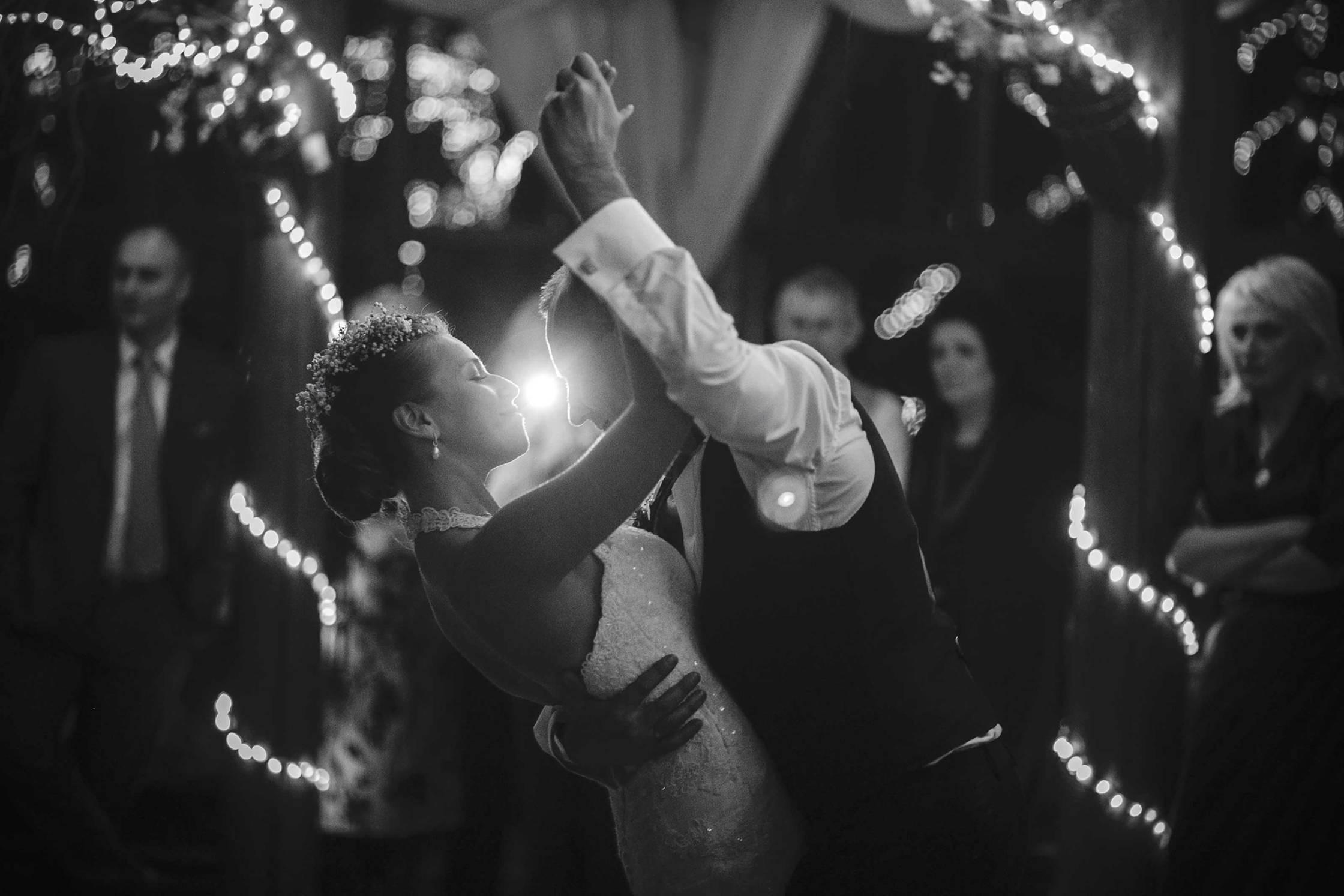 Prvi ples - pjesma